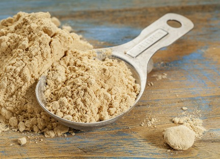 Maca-powder-in-a-spoon
