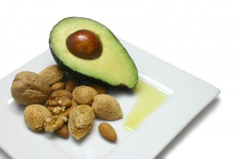 Avocado_nuts_oliveoil_high_vitaminE-1024x682